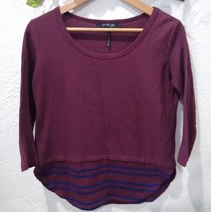 Long sleeve maroon top with navy